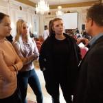 Henrik Skyttberg fick omedelbart frågor av några blivande UF-företagare.