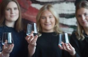 Högakustenbron pryder de glas som UF-företaget Härnö Glas säljer.