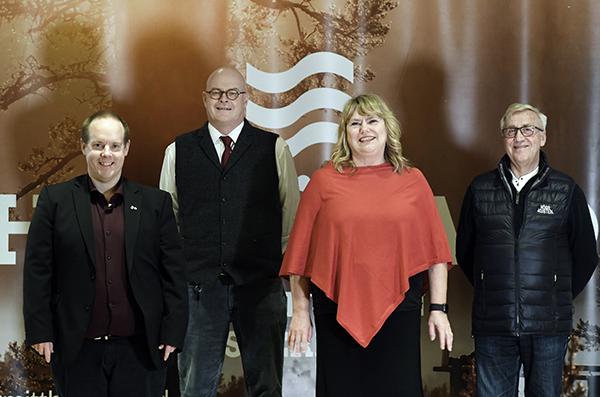 Fyra personer på bilden.